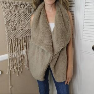 NWOT BB Dakota Women's Albion Wubby Vest tan L